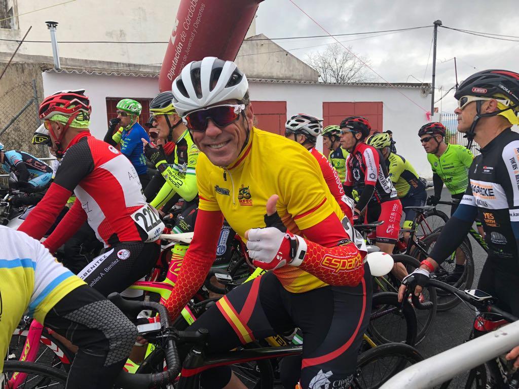 Mario Fernández en la línea de meta.