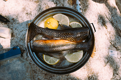 Pescado cocinado con agua de mar